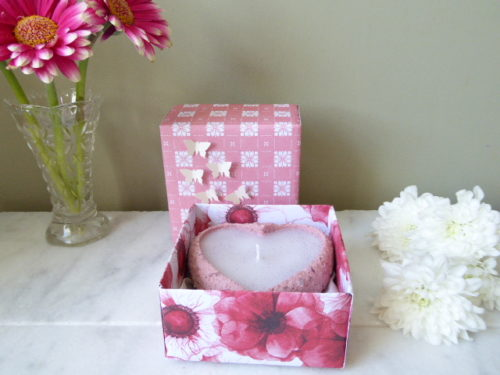 pear and freesia sand candle with gift box