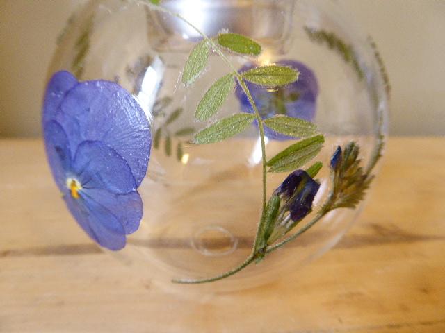 viola and vetch tea light bauble